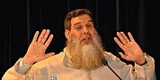 وفاة محسن فكري تدفع الشيخ الفيزازي للكشف عن أصوله