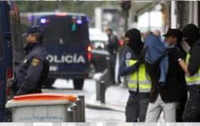 كارثة هدي… بوليس اسبانيا شدو 18 شخص ضمن شبكة تزوير أوراق الإقامة وأزيد من 3000 مهاجر مغربي مهددون بفقدان جنسياتهم =وكالة إيفي=