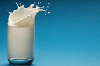 """حوار: باحث مغربي في جامعة قرطاجنة يفجر حقائق خطيرة عن الحليب المبستر ويقول:"""" هناك بعض عديمي الضمير يستعملون مواد مسرطنة بالحليب"""""""