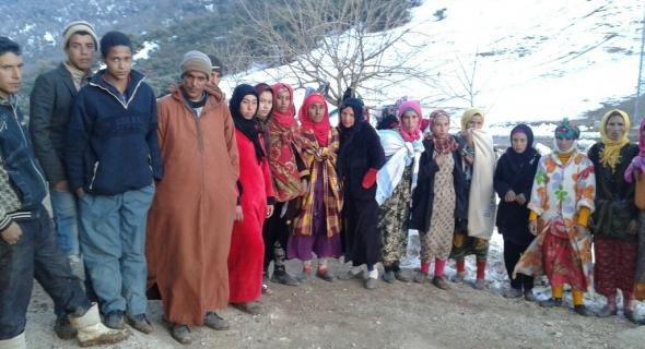 """مطالب اجتماعية تخرج نساء بلدة """"أوطروزو"""" الجبلية بتيزي نيسلي في مسيرة على الأقدام ووالي الجهة يفتح باب الحوار معهم"""