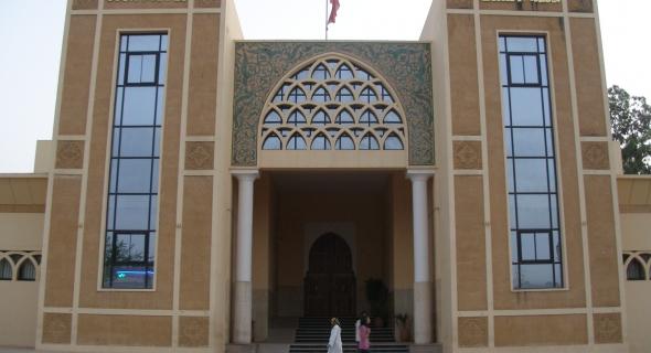 مخزني يضرب الخطاب الملكي عرض الحائط ويهين المواطنين ببوابة محكمة الاستئناف ببني ملال