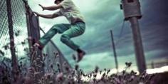 عيشو نهار تسمعو العجب… واحد وكيل اللائحة وصحابو بجماعة بجهة بني ملال خنيفرة جابو سلوم وهربو واحد العضو كان مخزون فشقة فالطابق الثاني!