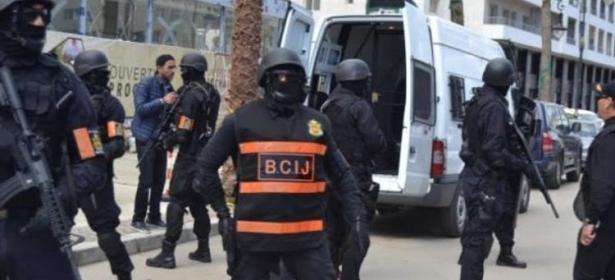 الداخلية تعلن عن تفكيك خلية إرهابية متكونة من 5 أفراد تنوي القيام بأفعال تخريبية وحجز أجهزة إلكترونية وأسلحة بيضاء