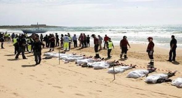"""وتستمر الفواجع… البحرية المغربية تنتشل جثت """"حوالى عشرين"""" مهاجرا سريا في عرض البحر"""