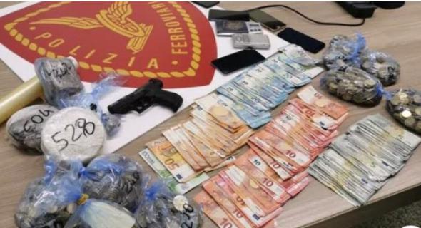 مشاو فيها…الشرطة الإيطالية تعتقل شابين مغربيين يتاجران في المخدرات وتصادر أموالا وسلاحا
