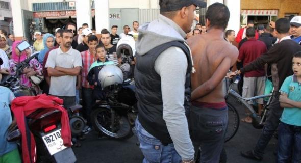 الأمن يستعين بالمسدسات لتوقيف شخص يحمل سيفا ويعربد على المواطنين بالشارع العام