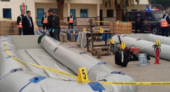 """رجال الأمن يعتقلون شبكة دولية يتزعمها مغاربة متخصصة في التهريب الدولي للمخدرات ويحجزون ازيد من نصف طن من """"الحشيش"""" وقارب مطاطي"""