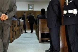 """المحكمة بأزيلال تُدين شخصا بالحبس والغرامة بتهم السب والقذف عبر """"الفيسبوك"""""""