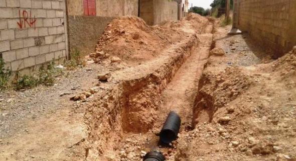 مواطنون بسيدي عيسى يطالبون بتسريع وتيرة أشغال الصرف الصحي بدوار الدعادعة