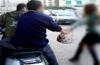بعد سرقة فتاة أفورار  لصي الدراجة النارية دوكير يعنفان رجل تعليم و يسلبان هاتفه النقال
