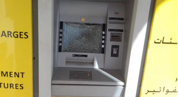 مجهول يخرب شباكا أوتوماتيكيا لإحدى الوكالات البنكية بواويزغت -الصورة-!