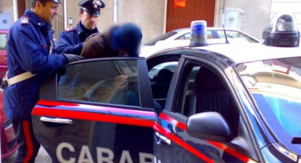 جابها فراسو… الشرطة الإيطالية شدو مهاجر مغربي سلخ مراتو بالعصا والجيران لي بلغو به!