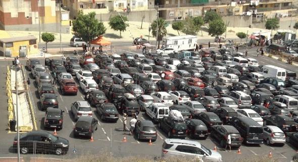 """معاناة أفراد الجالية أثناء قدومهم الى المغرب : إزدحام وحرارة و""""بلوكاج"""""""