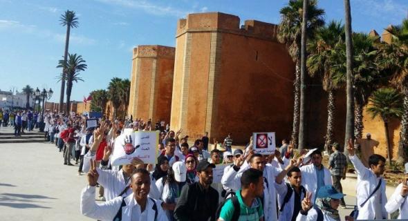 بعد انطلاق مسيرة على الأقدام من مراكش للدار البيضاء لأطر 10 الاف إطار والي جهة مراكش يتدخل ويفتح الحوار والمحتجين يقبلون -بلاغ-