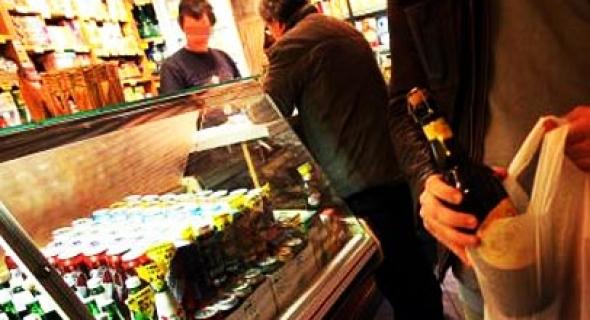 هاكاوا وهدشي لي ناقصنا… الساكنة تعارض الترخيص لمحل لبيع الخمور وسط أحياء شعبية ببني ملال وتراسل والي الجهة