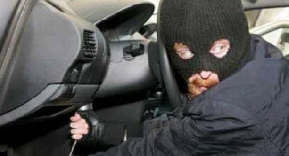 صاحب بيك آب بأفورار يتألم في الذكرى الثانية لسرقة سيارته و الدرك الملكي لم يفك لغز القضية