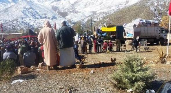 مؤسسة محمد الخامس للتضامن تشرف على توزيع مساعدات على مجموعة من الدواوير باعالي جبال ازيلال