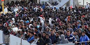عوتاني شوية وتكون فاجعة … إنقاذ أزيد من 250 مغربي في عرض المتوسط، والسلطات الإيطالية تمنحهم سبعة أيام للمغادرة