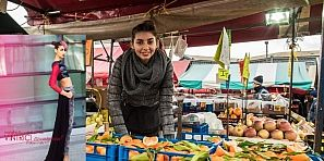 ياسمين… بائعة الخضر المغربية التي تتصدر صالات عروض الأزياء بطورينو
