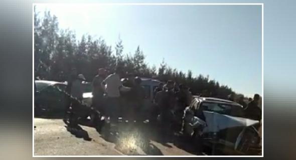 عاجل… ياربي سلامة … سيارة أجرة كبيرة تصدم سيارة كونكو ونقل الضحايا إلى المستعجلات