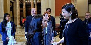 بالفيديو… رئيسة مجلس النواب الإيطالي تعتذر لطالبة مغربية وتدخلها البرلمان تحت التصفيقات