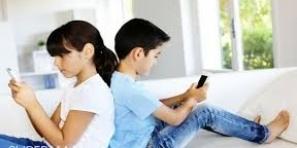 الهاتف النقال يقضي على قراءة القصص والكتب و إدمان كل الفئات على استعماله في المنزل والشارع وبكل مكان