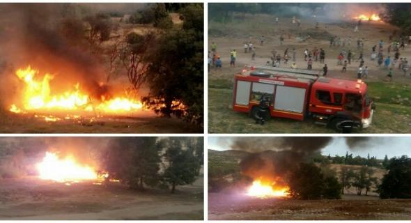 عاجل وبالصور… النيران تلتهم أشجارا بالقرب من حديقة الذهب الاولمبي ببني ملال والسكان يخمدونها ويسخطون على تأخر رجال الاطفاء