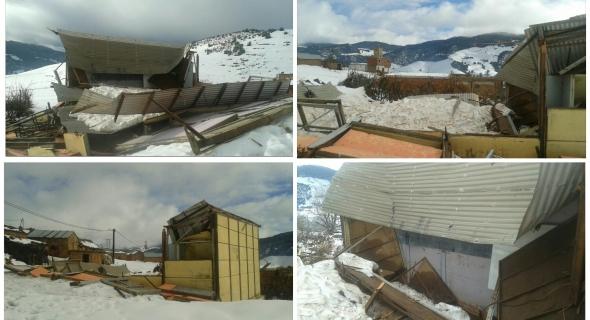 بالصور وكارثة… الثلوج تتسبب في سقوط سقف قسم بمدرسة بأعالي الجبال ونداءات لتدخل المسؤولين