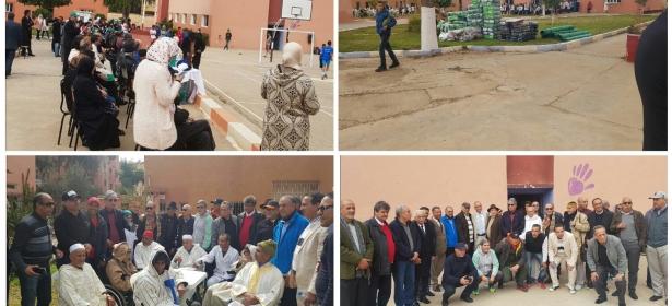 بالصور… نجوم المنتخب المغربي القدماء في زيارة لبني ملال ويدخلون الفرحة في نفوس نزلاء دار العجزة