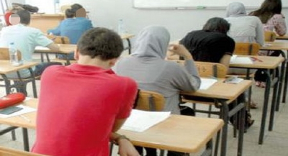 """آش واقع!… مرشحات لامتحانات """"الأساتذة"""" يستغربن فرض مادتي الرياضيات والاجتماعيات(العلوم) عليهن باللغة الفرنسية والسماح للآخرين باختيار العربية ويوجهن شكاية لمدير الأكاديمية ومدير التعليم بأزيلال"""