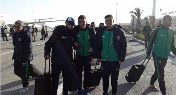 فريق اتحاد أزيلال لكرة القدم يصل مطار الحسن الأول بالعيون و تنتظره بالمرسى مقابلة حارقة ضد مولودية العيون