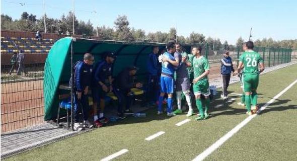 الحكم يخلق الحدث ويضيف 10 دقائق وقت بدل ضائع ويضيع الفوز على اتحاد أزيلال وسرقة هاتف رئيس الفريق