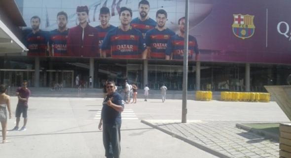 تاكسي نيوز في قلب ملعب FC برشلونة الشهير و المهاجرون ينوهون بمساعدات ميسي للأطفال المغاربة