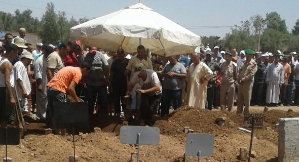 الله يرحمو…تشييع جثمان الجندي المرابط بالصحراء عزيز احمي بمقبرة افورار