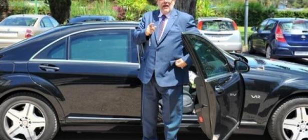 بعد الضجة التي راجت حول ثروته ، بنكيران يخرج عن صمته ويكشف عن امتيازاته وسيارته الفارهة