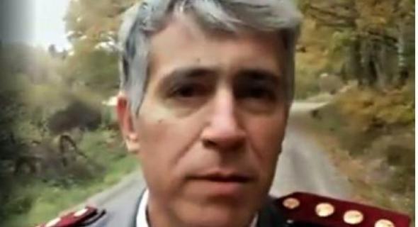 """فيديو خطير..طبيب """"قبطان """" في العسكر """"حارك"""" فالسويد  يقول :المغرب تحكمه عصابات والملك :"""" والله مايقد عليهم"""""""