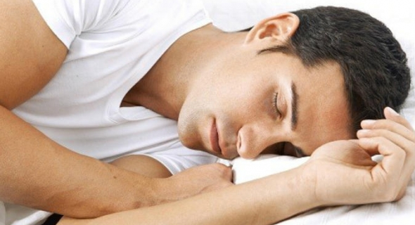 قلة النوم أو كثرته.. كلاهما مضران بالقلب ولا تنم أكثر أو أقل من هاته الساعات
