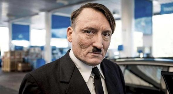"""شبيه """"هتلر"""" يستنفر السلطات النمساوية والشرطة تعتقله لهذا السبب"""