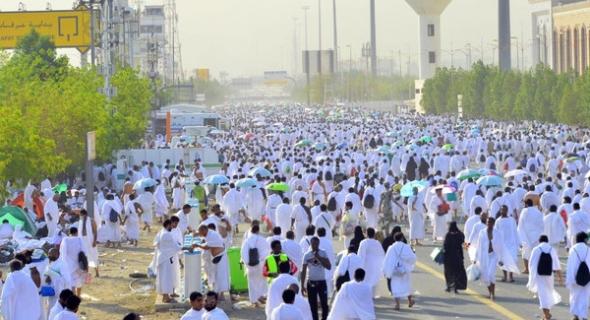 بالصور …مليونين من حجاج بيت الله الحرام ينفرون من عرفة إلى مزدلفة