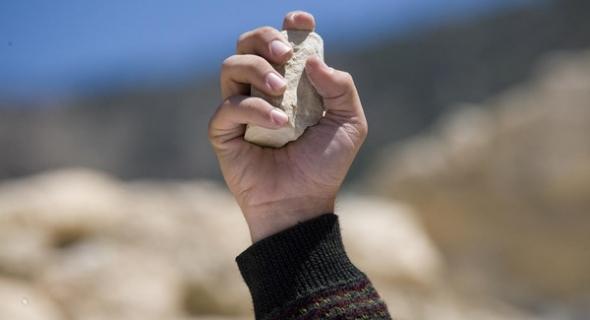 خطير… مجهولون يرجمون ثلاثة أساتذة بالحجارة ويلوذون بالفرار