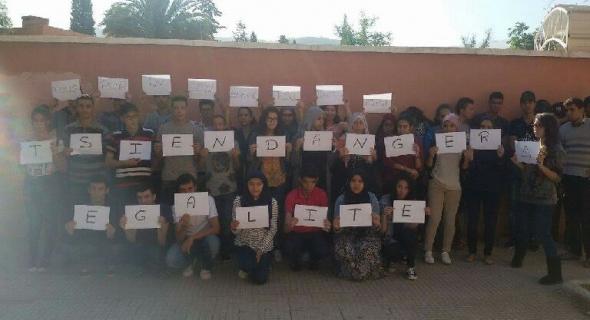 طلبة  tsi بثانوية محمد الخامس التقنية يحتجون على قرار جائر يطردهم للشارع ويدخلهم في العطالة المبكرة – الصور-