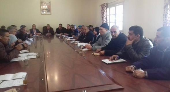 مُستشارو جماعة سيدي عيسى ينوهون بالدبلوماسية المغربية والمعارضة تطالب بالشفافية والتدبير العقلاني