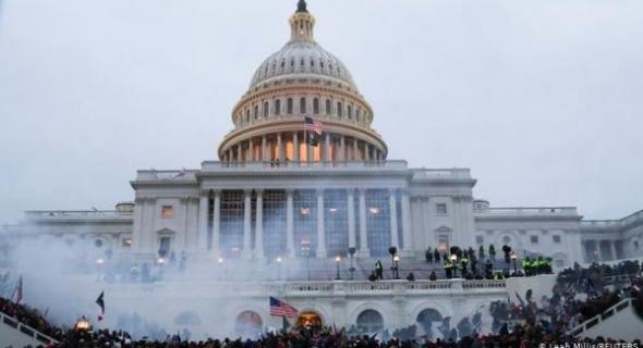 ديمقراطية أمريكا!!… اقتحام مبنى الكونغرس يتسبب في مقتل 4 أشخاص واعتقال 52 متظاهرا=صور=