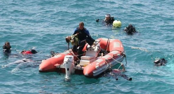 """وتستمر المآسي… انقلاب قارب يحمل """"الحراكة"""" والحرس الإسباني ينقذ 13 منهم"""