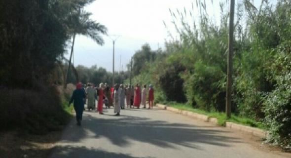 العشوائية في التبليط والزبونية وسياسة العقاب تخرج ساكنة حي الحربولية ببني ملال  للاحتجاج -الصور-
