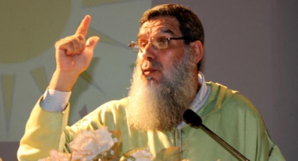 الشيخ الفيزازي المثير للجدل يفتي بتحول المغاربة إلى رجال شرطة في هذه الحالة!