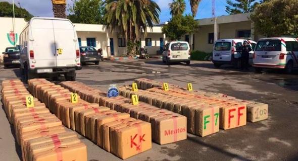ضربة صحيحة… حجز 920 كلغ من مخدر الشيرا بميناء طنجة المتوسط على متن سيارة نفعية تحمل لوحات ترقيم أجنبية (بلاغ)