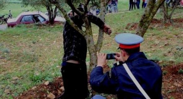 ياربي سلامة..العثور على جثة مجهولة معلقة بشجرة والأمن يستنفر أجهزته