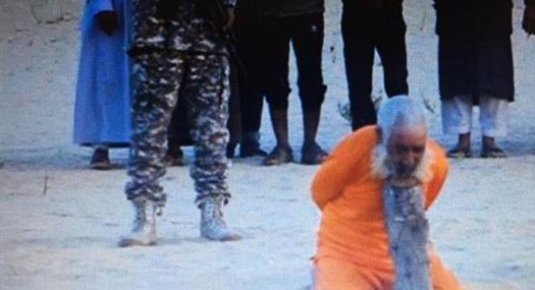 فظيع… داعش يعدم شيخا ضريرا عمره 100 عام و ردود فعل مستنكرة لهذا العمل الاجرامي