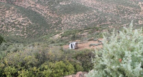 حادثة سير خطيرة بمنعرجات أزيلال ووزارة التجهيز مطالبة بتعميم الواقيات الحديدية جنبات الطرق الرئيسية